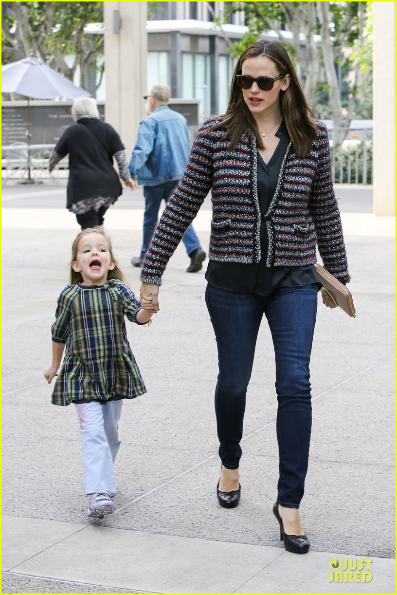 jennifer garner ahmanson play date with violet & seraphina 102785310