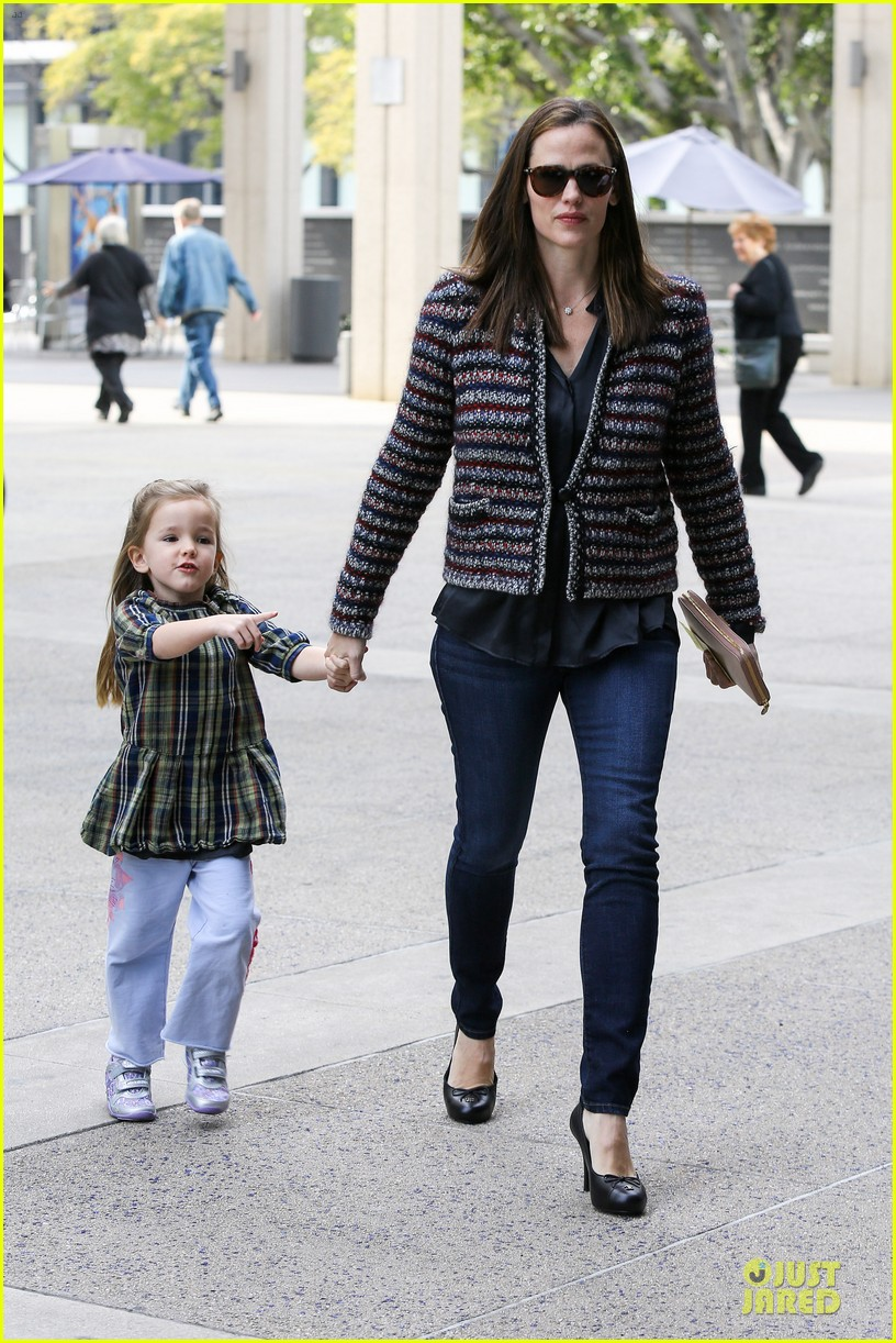 jennifer garner ahmanson play date with violet & seraphina 122785312