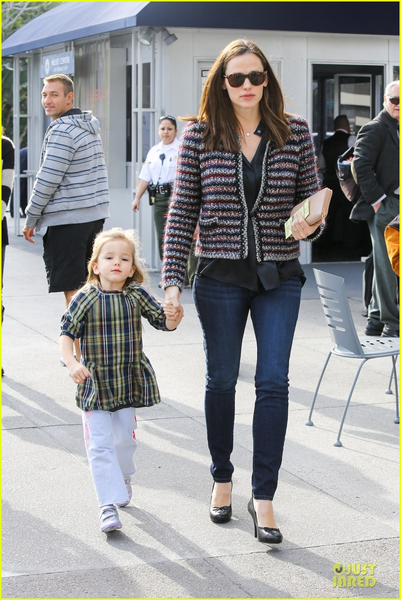 jennifer garner ahmanson play date with violet & seraphina 162785316
