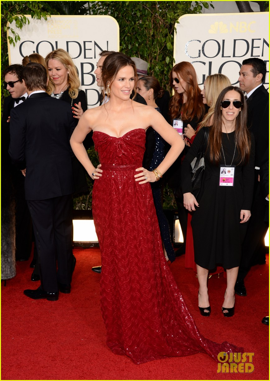 jennifer garner golden globes 2013 red carpet 05