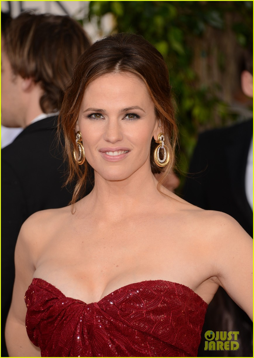 jennifer garner golden globes 2013 red carpet 122791235