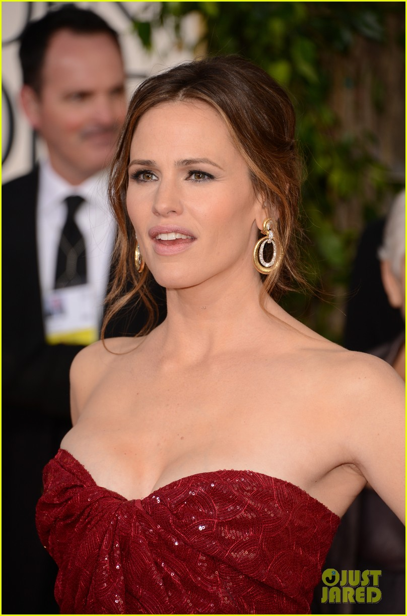 jennifer garner golden globes 2013 red carpet 132791236