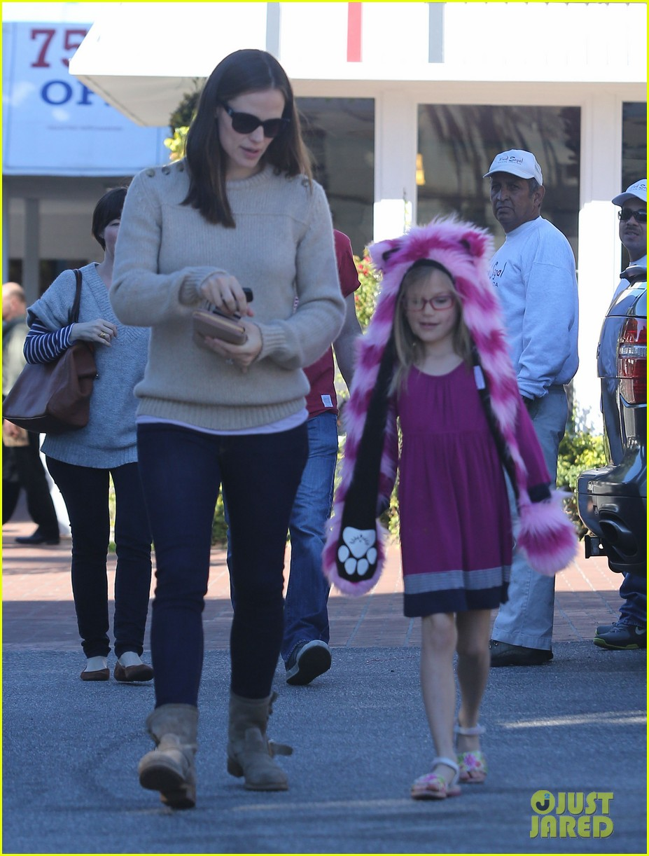 jennifer garner ben affleck weekend outings with the girls 172796355