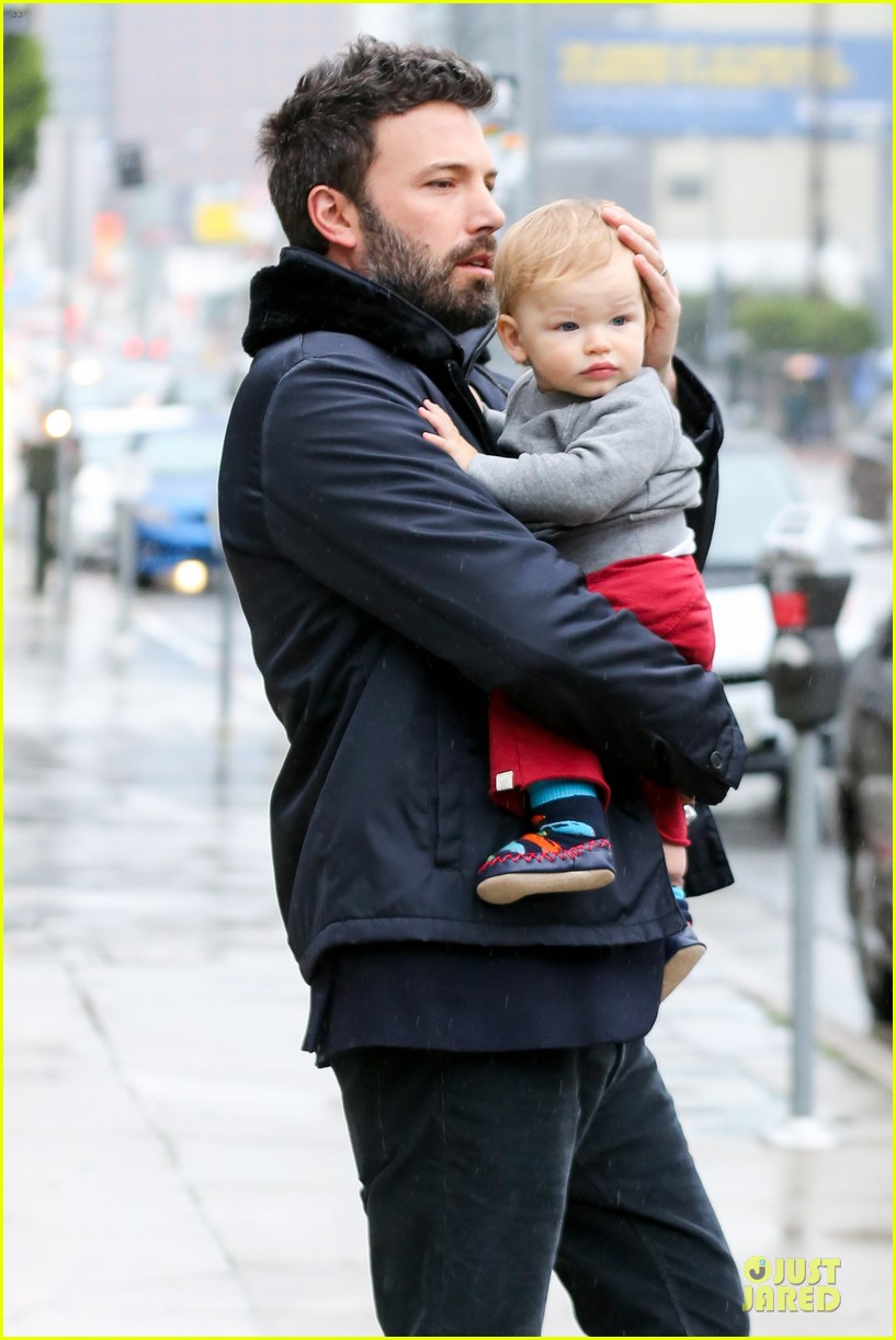 jennifer garner ben affleck rainy karate drop off 022798698