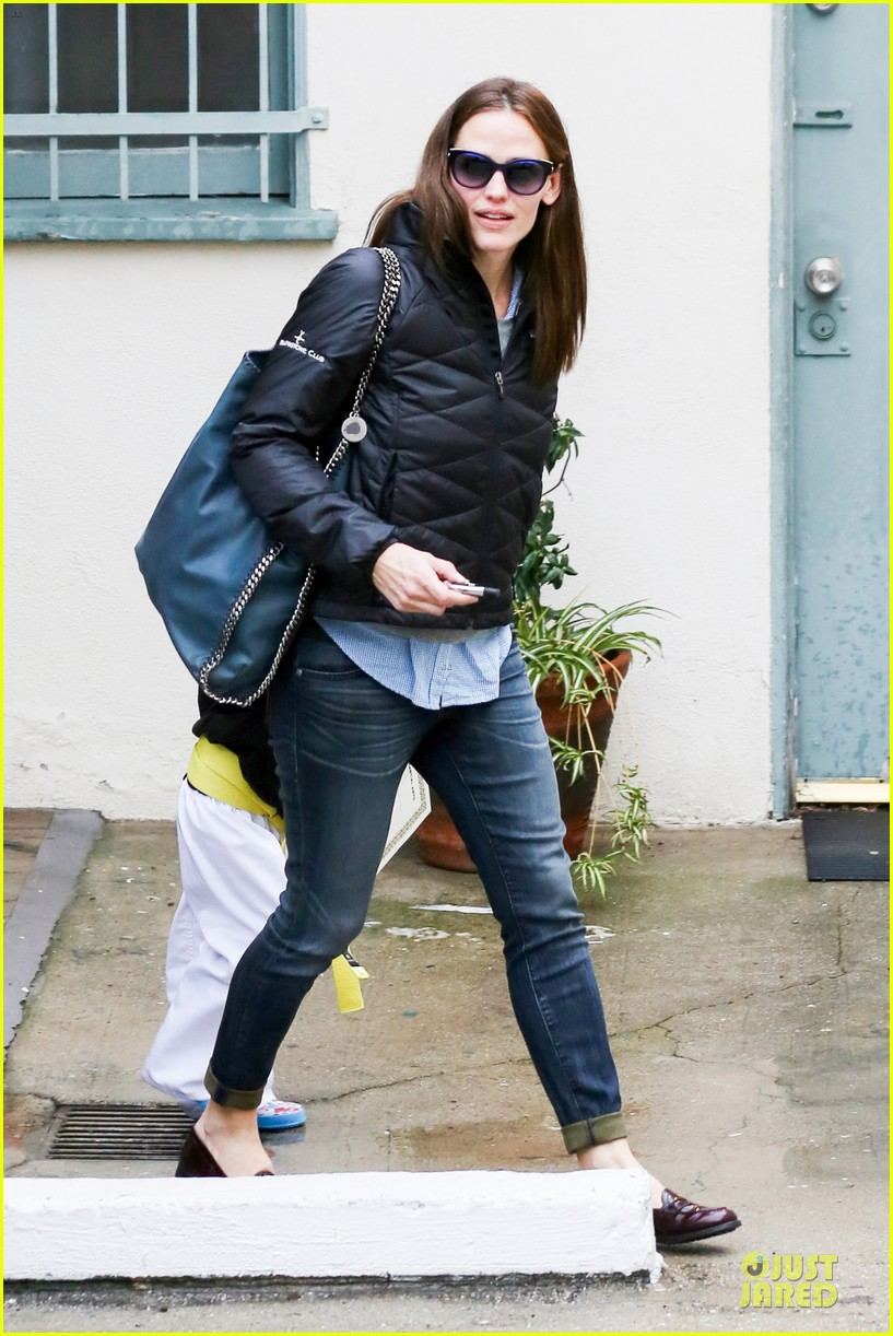 jennifer garner ben affleck rainy karate drop off 072798703