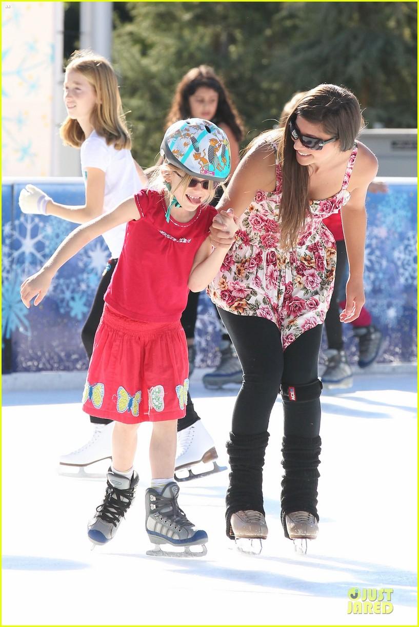 jennifer garner & ben affleck ice skating with the girls 082784828