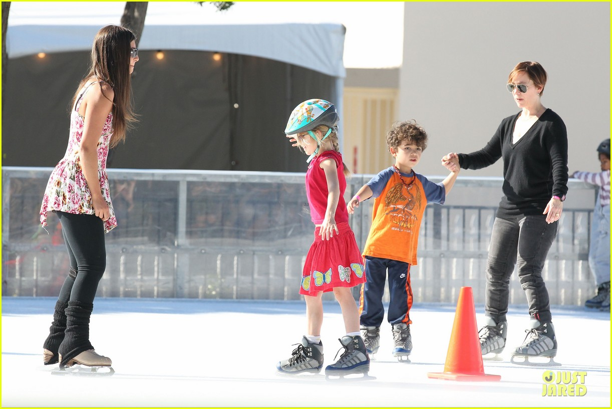 jennifer garner & ben affleck ice skating with the girls 092784829