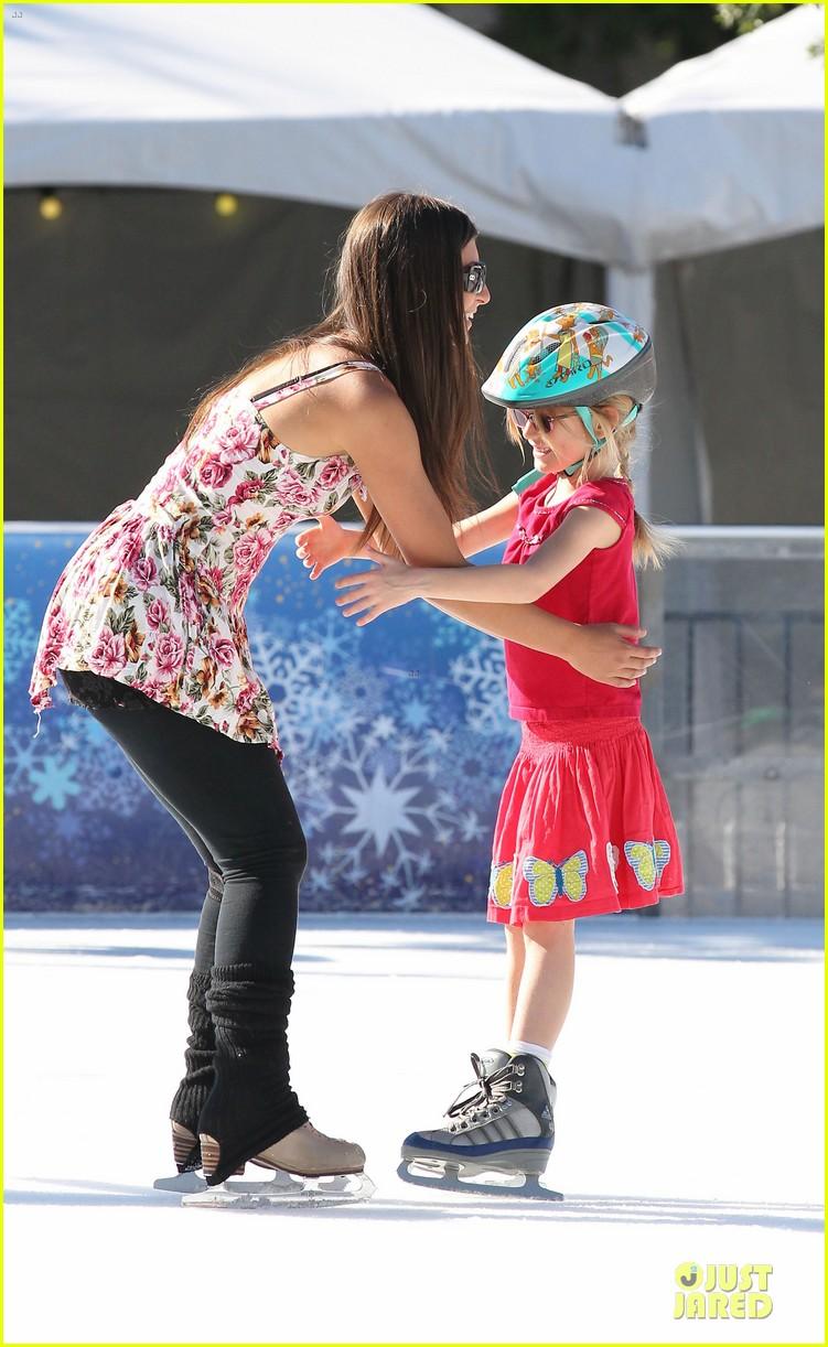 jennifer garner & ben affleck ice skating with the girls 112784831