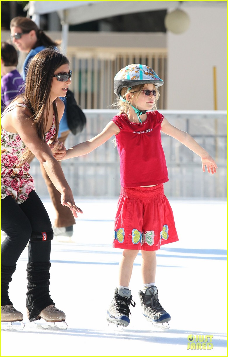 jennifer garner & ben affleck ice skating with the girls 12