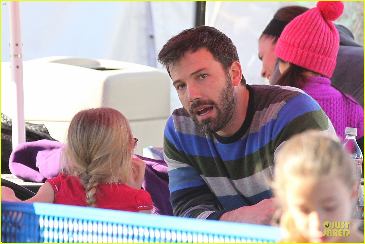 jennifer garner & ben affleck ice skating with the girls 252784845