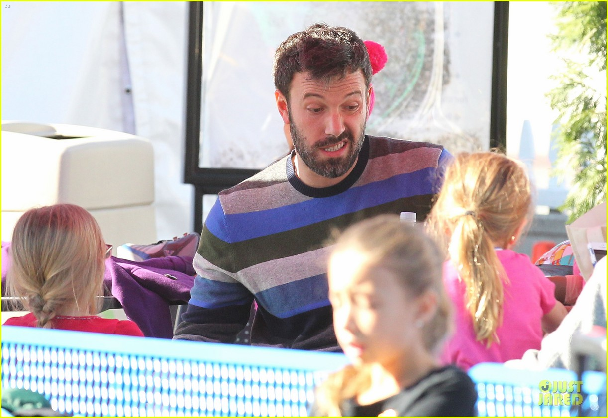 jennifer garner & ben affleck ice skating with the girls 262784846