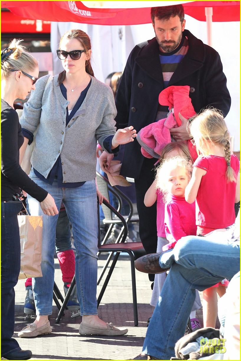 jennifer garner & ben affleck ice skating with the girls 332784853