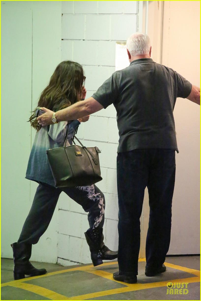5d5e01028b Selena Gomez  CVS Stop!  Photo 2792589