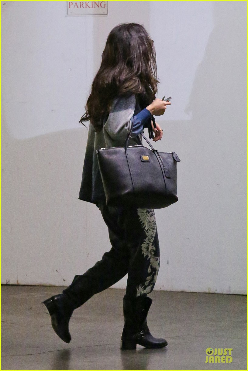 88eff388bd Selena Gomez  CVS Stop!  Photo 2792592