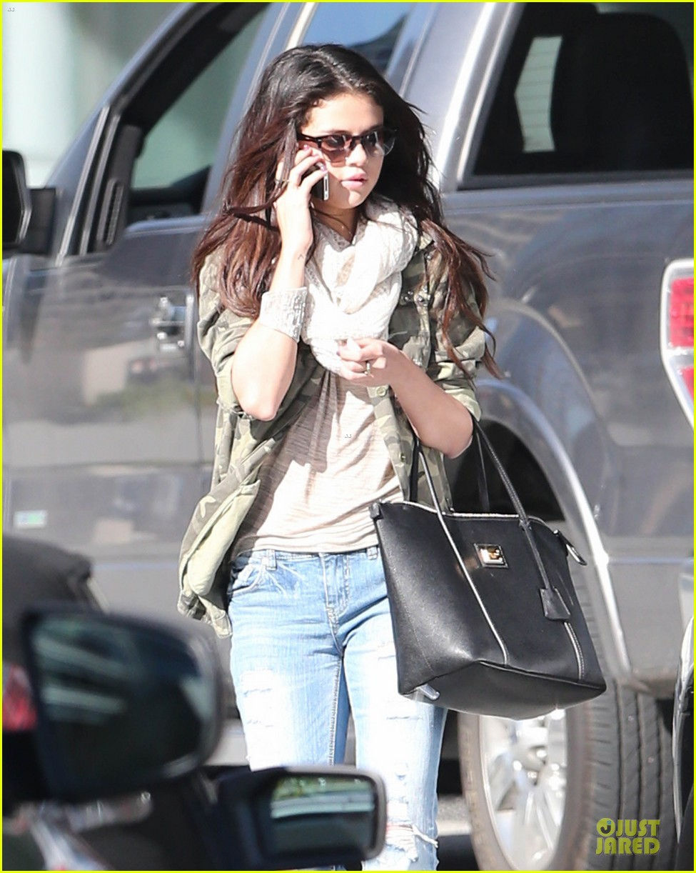 selena gomez office day with vanessa hudgens 16