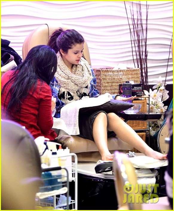 selena gomez gets mani pedi after justin bieber split reports 03.2784405