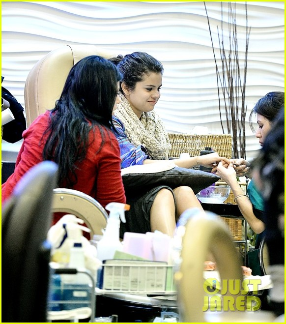 selena gomez gets mani pedi after justin bieber split reports 05.2784407