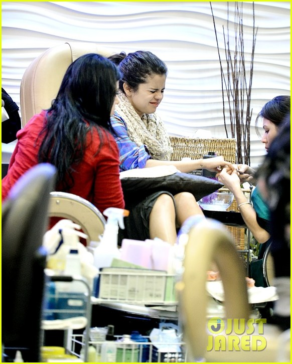 selena gomez gets mani pedi after justin bieber split reports 06.2784408