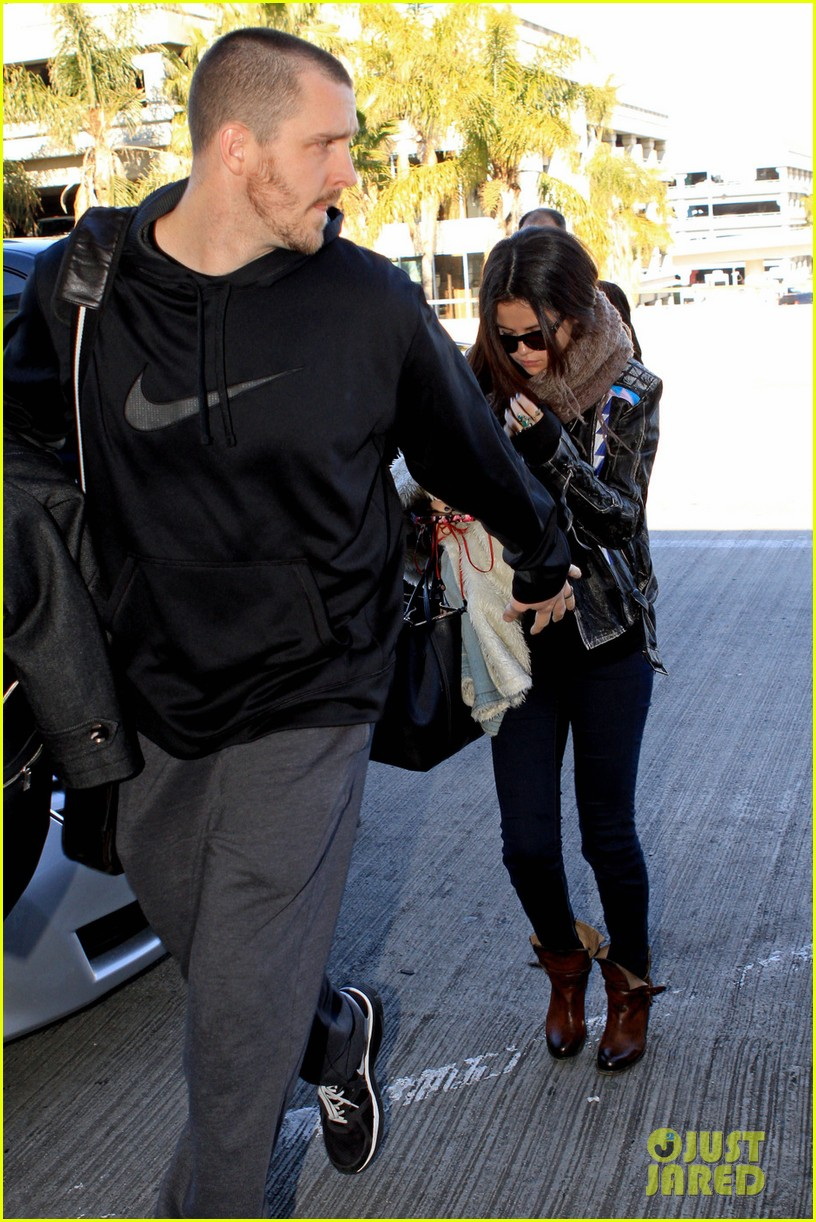 selena gomez lax to jfk 01