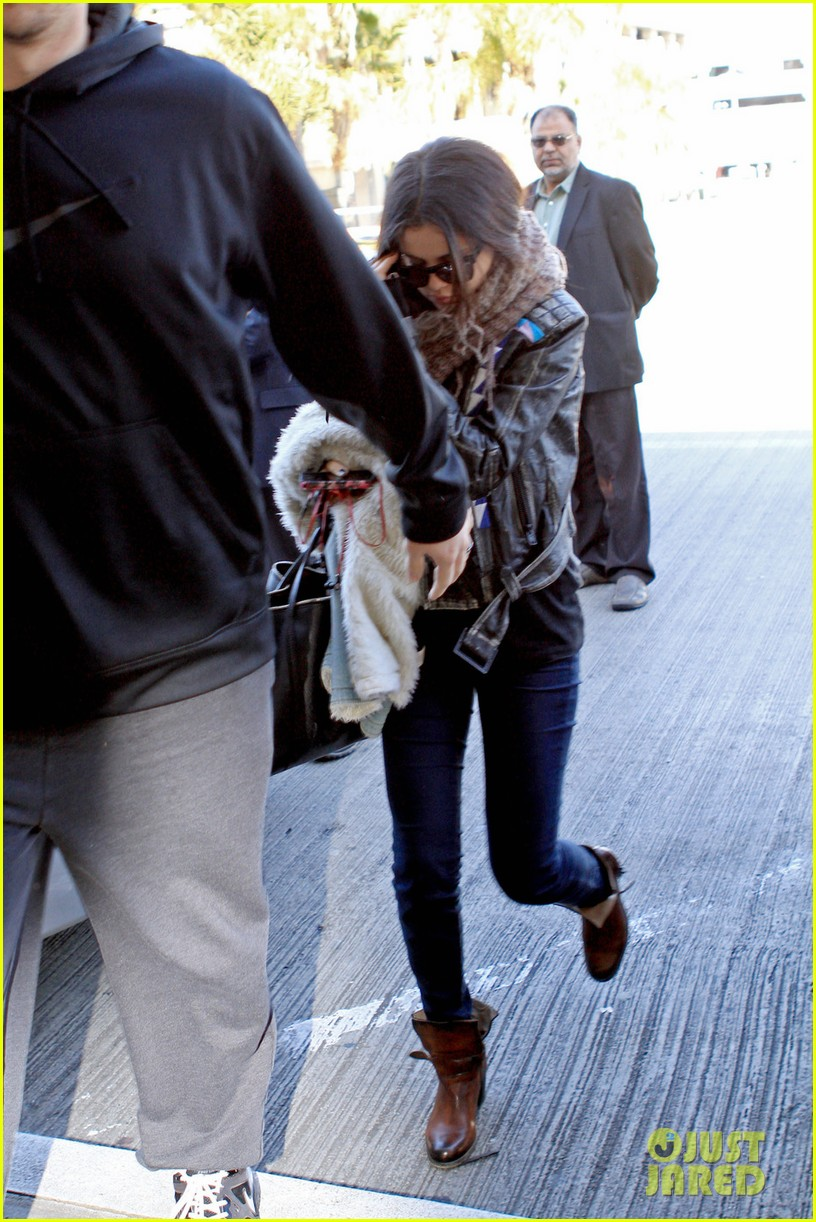 selena gomez lax to jfk 032794222