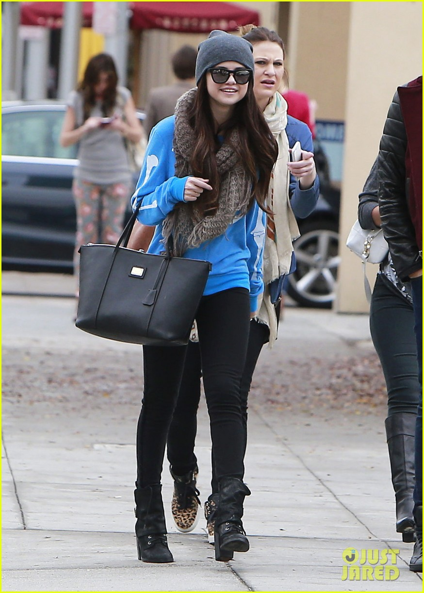 selena gomez wizards returns sets premiere date 122798164