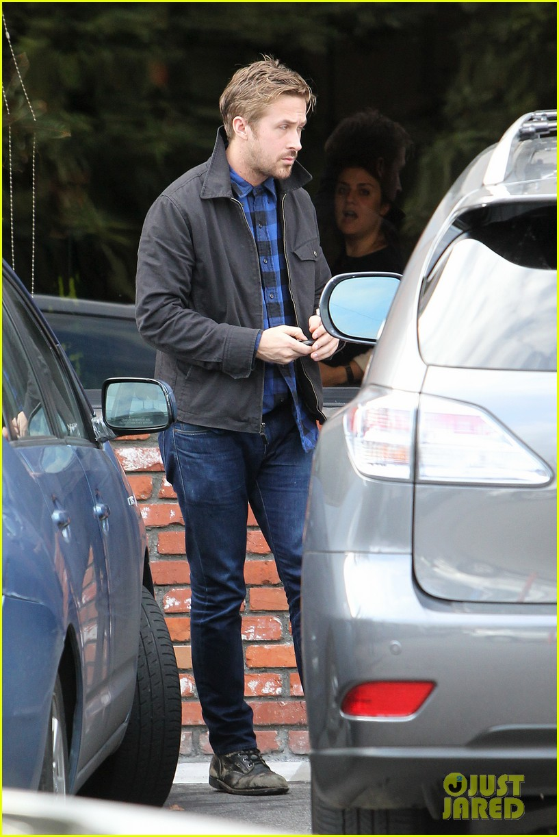 ryan gosling eva mendes separate food runs 052800033