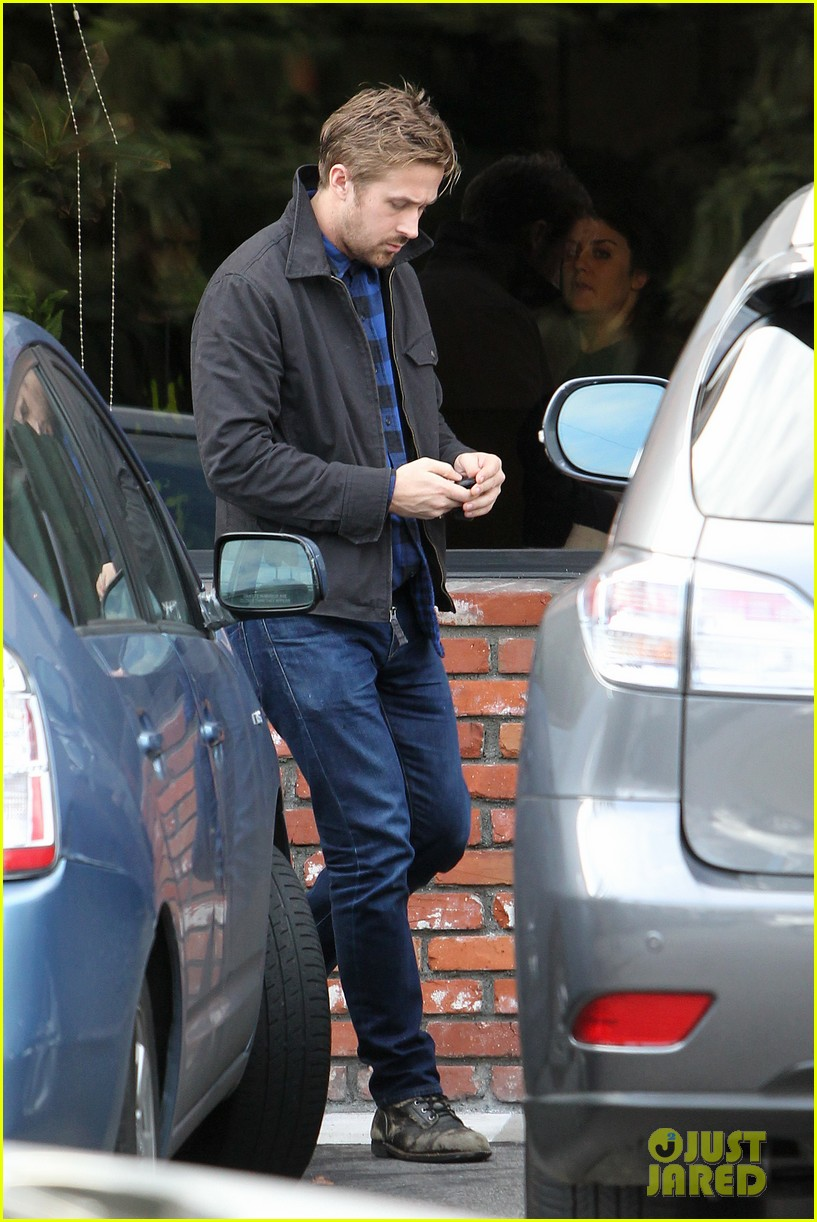 ryan gosling eva mendes separate food runs 15