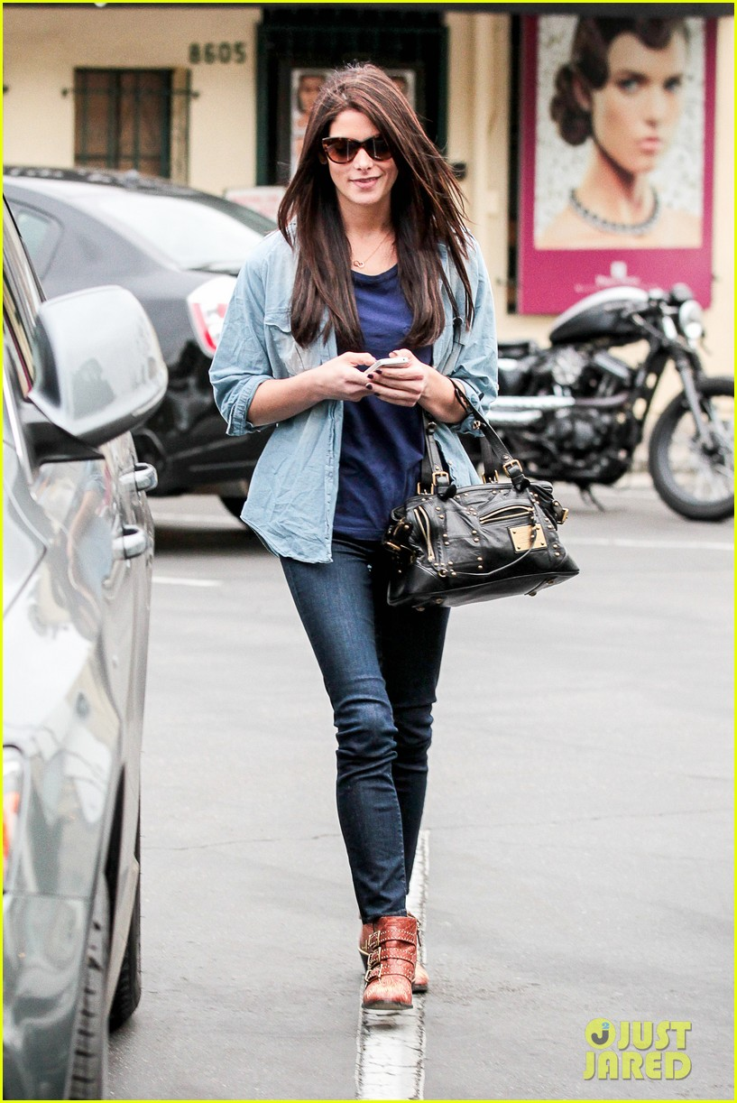 ashley greene cafe med cutie 01