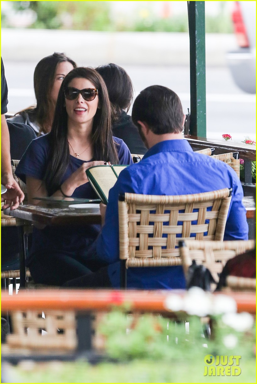 ashley greene cafe med cutie 08