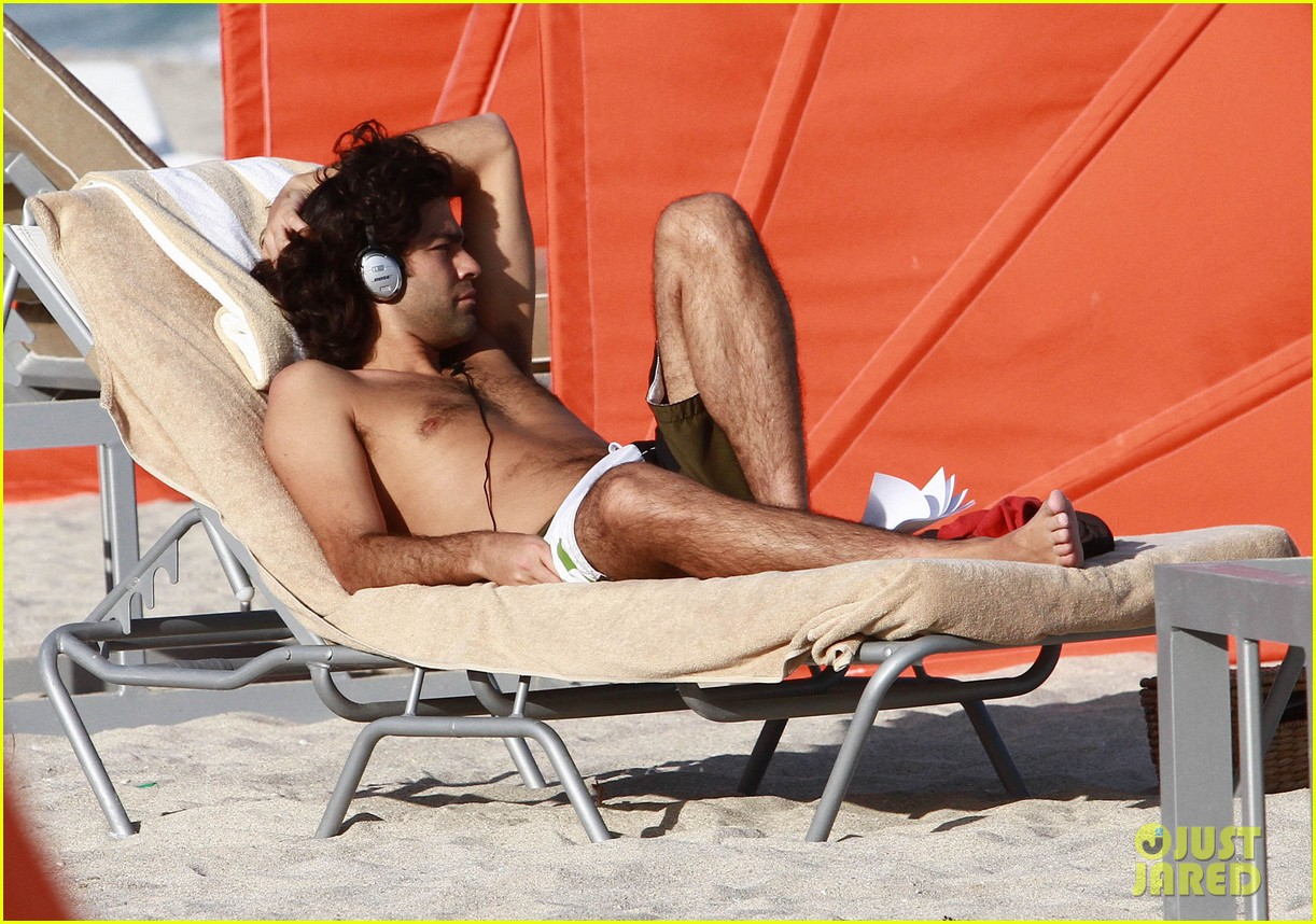 adrian grenier shirtless beach reading 022790599