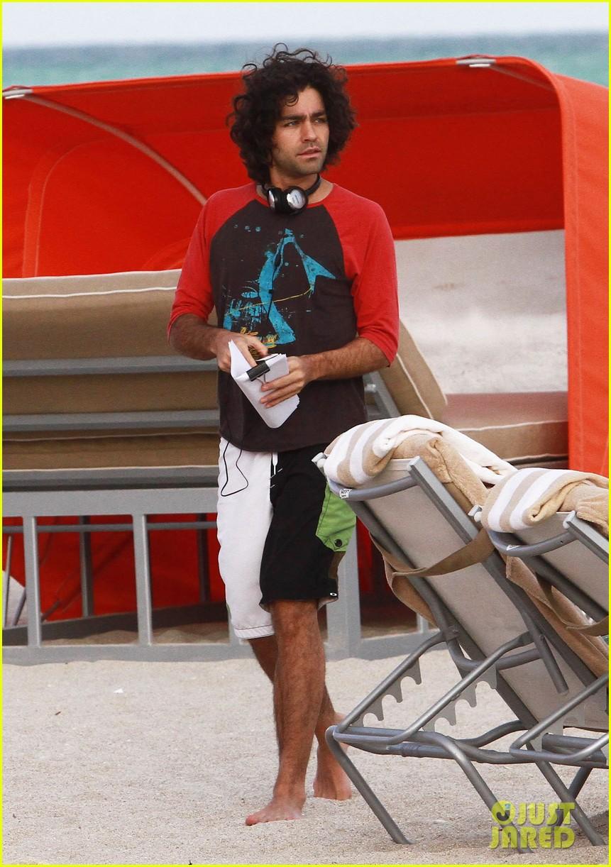 adrian grenier shirtless beach reading 082790605