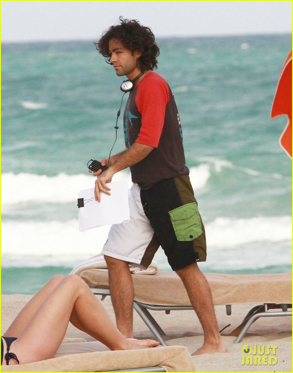 adrian grenier shirtless beach reading 112790608