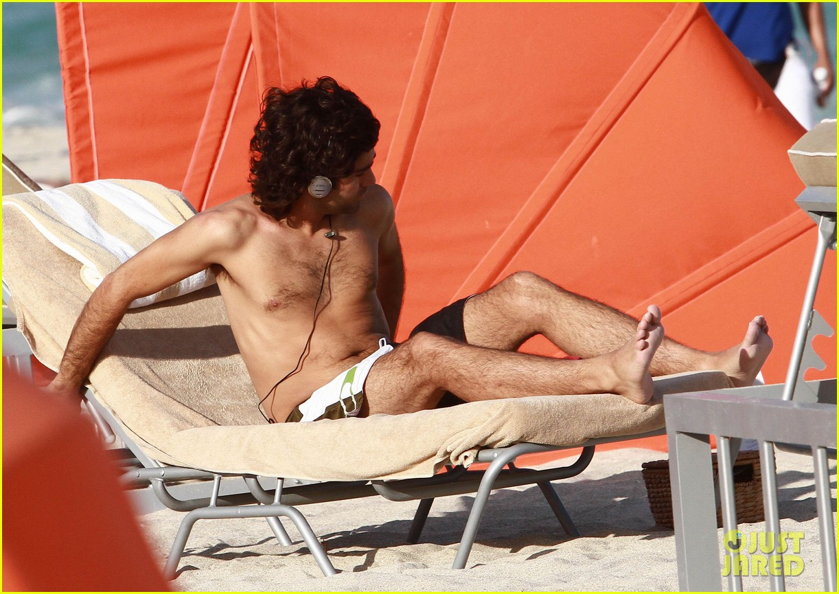 adrian grenier shirtless beach reading 182790615