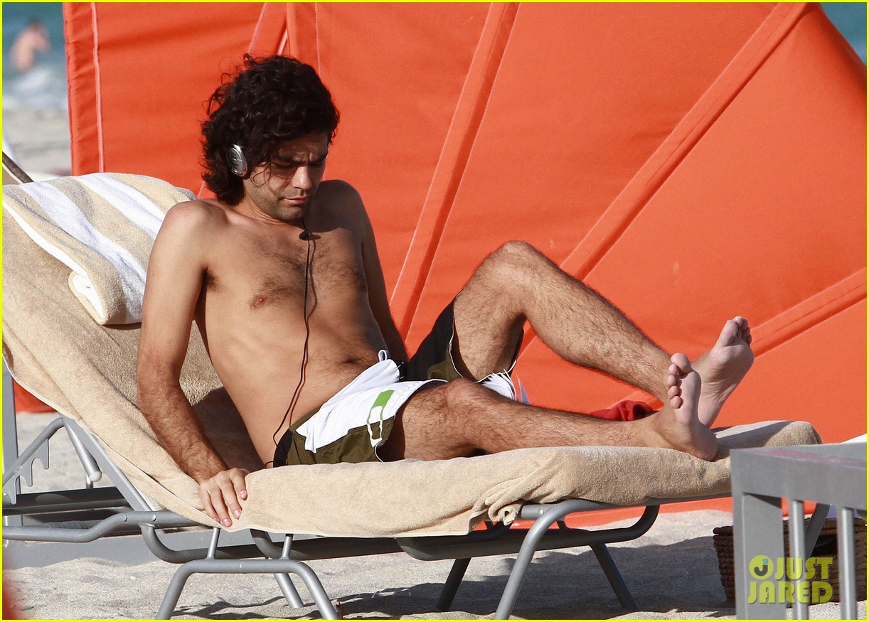 adrian grenier shirtless beach reading 192790616
