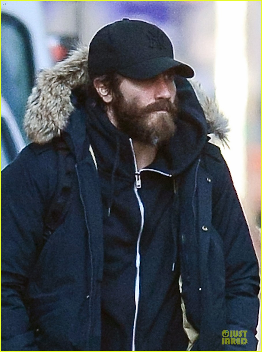 jake gyllenhaal is not dating katie holmes 02