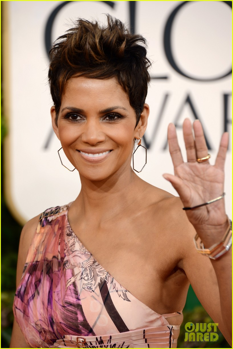 halle berry golden globes 2013 red carpet 022790930