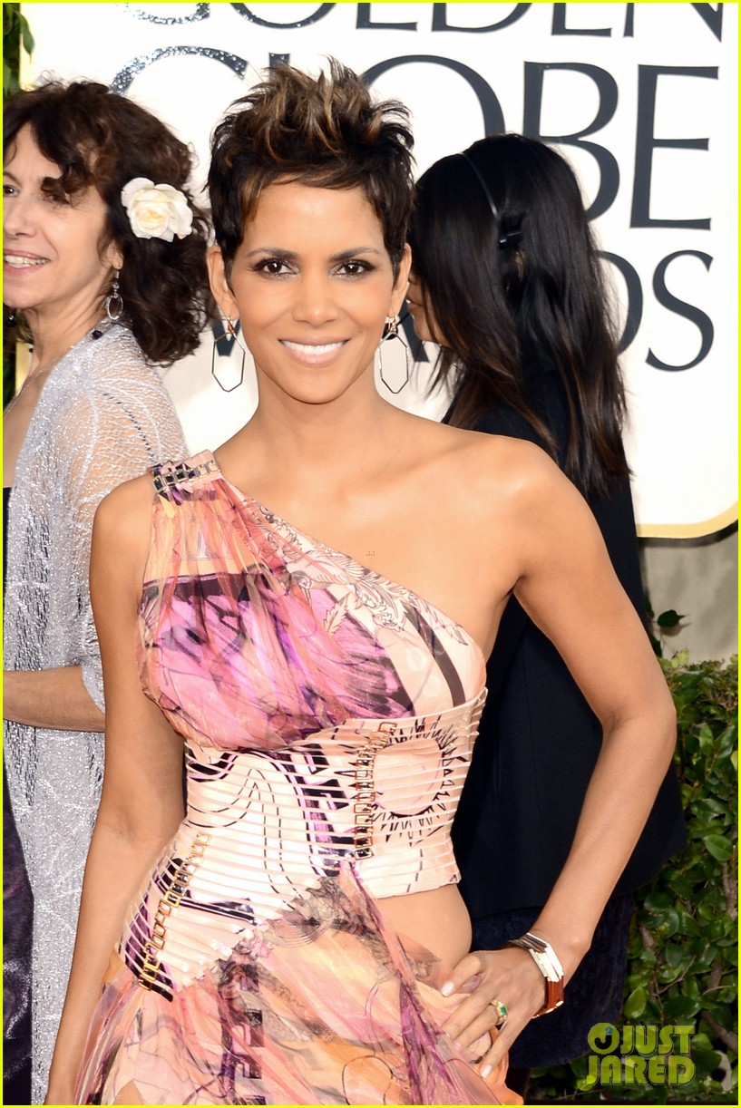 halle berry golden globes 2013 red carpet 042790932