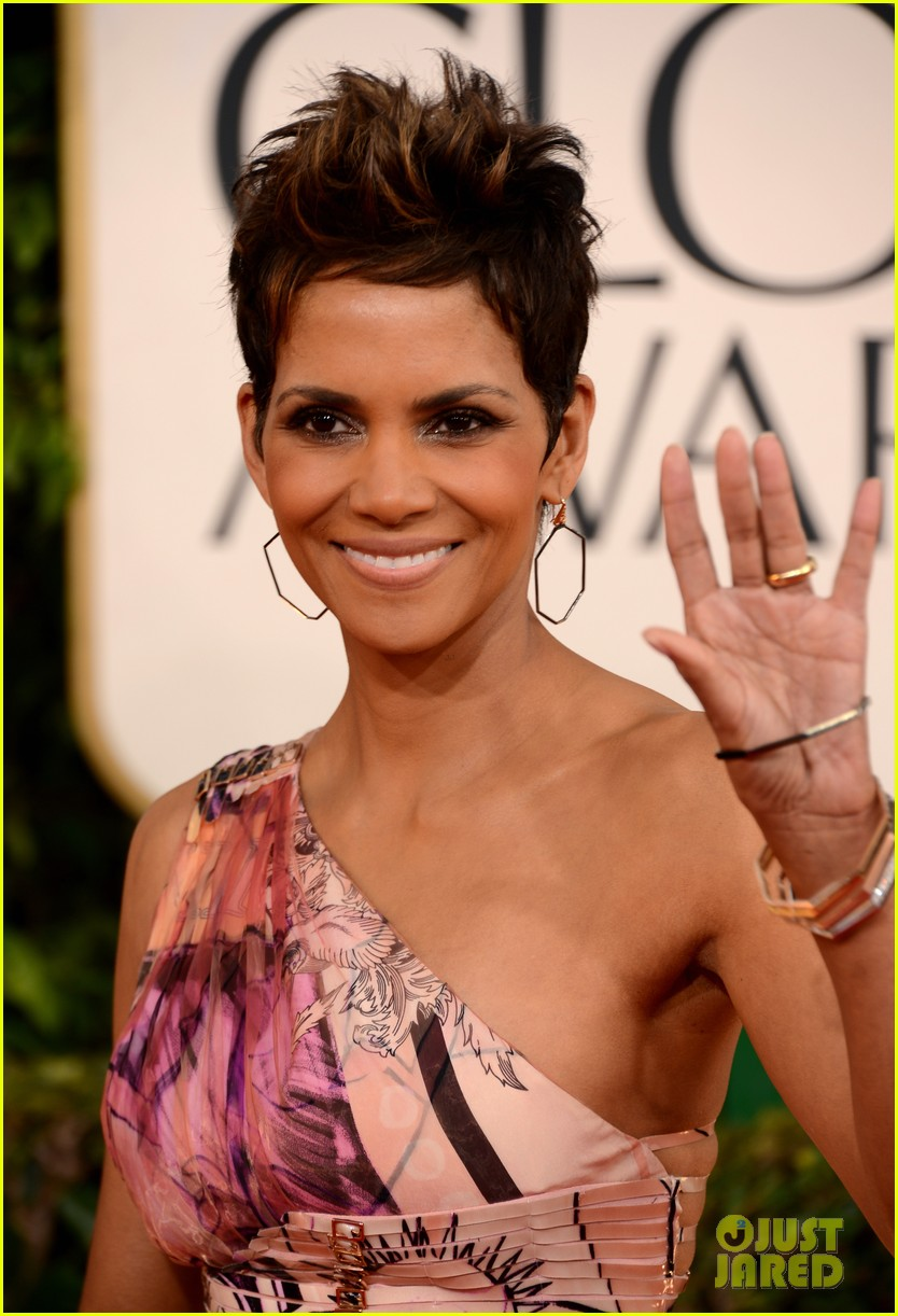 halle berry golden globes 2013 red carpet 052790933