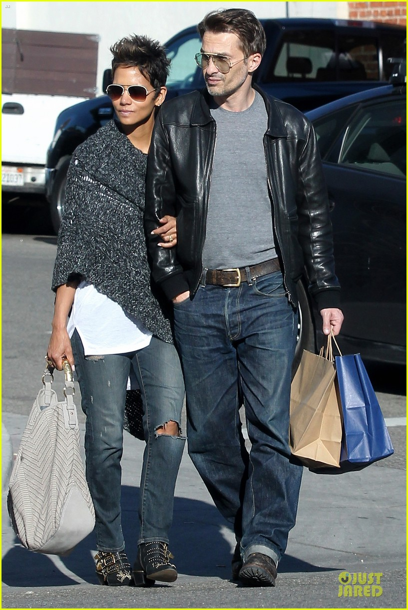 halle berry pushed for more in movie 43 042794416