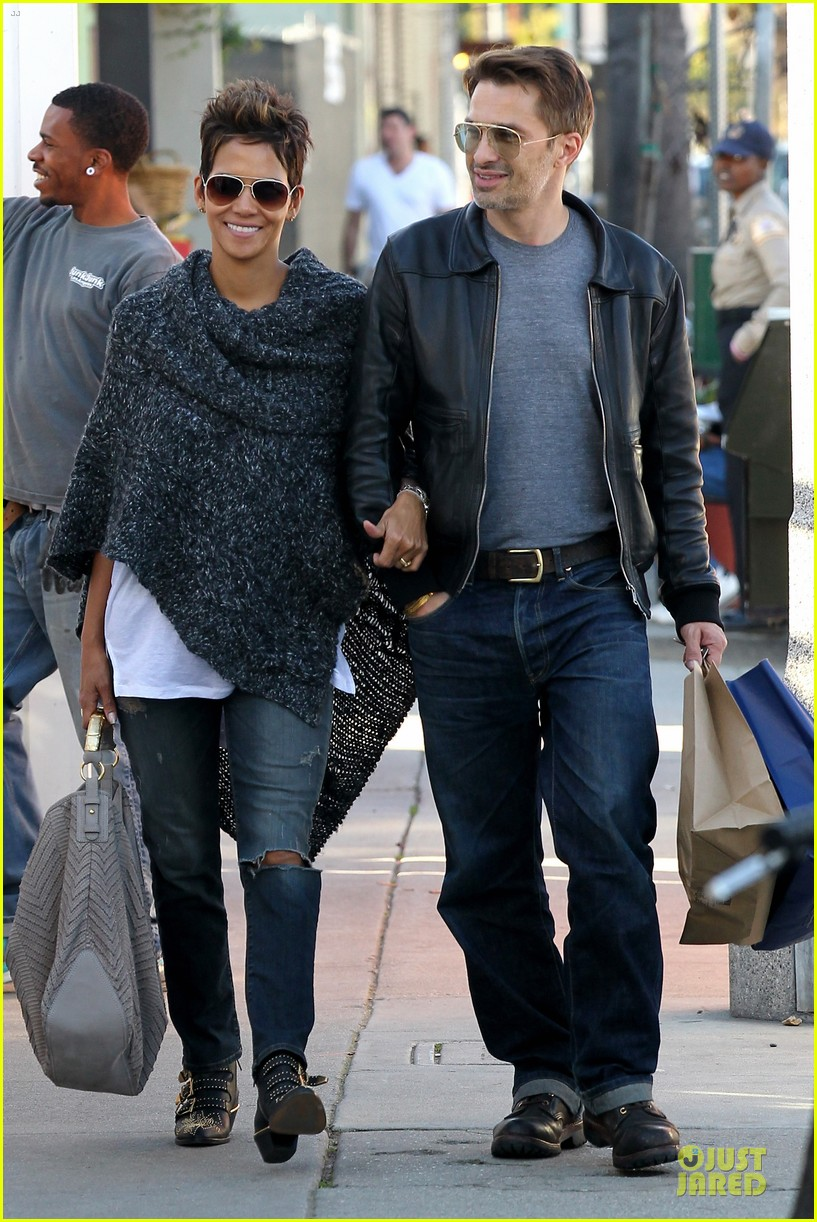halle berry pushed for more in movie 43 16