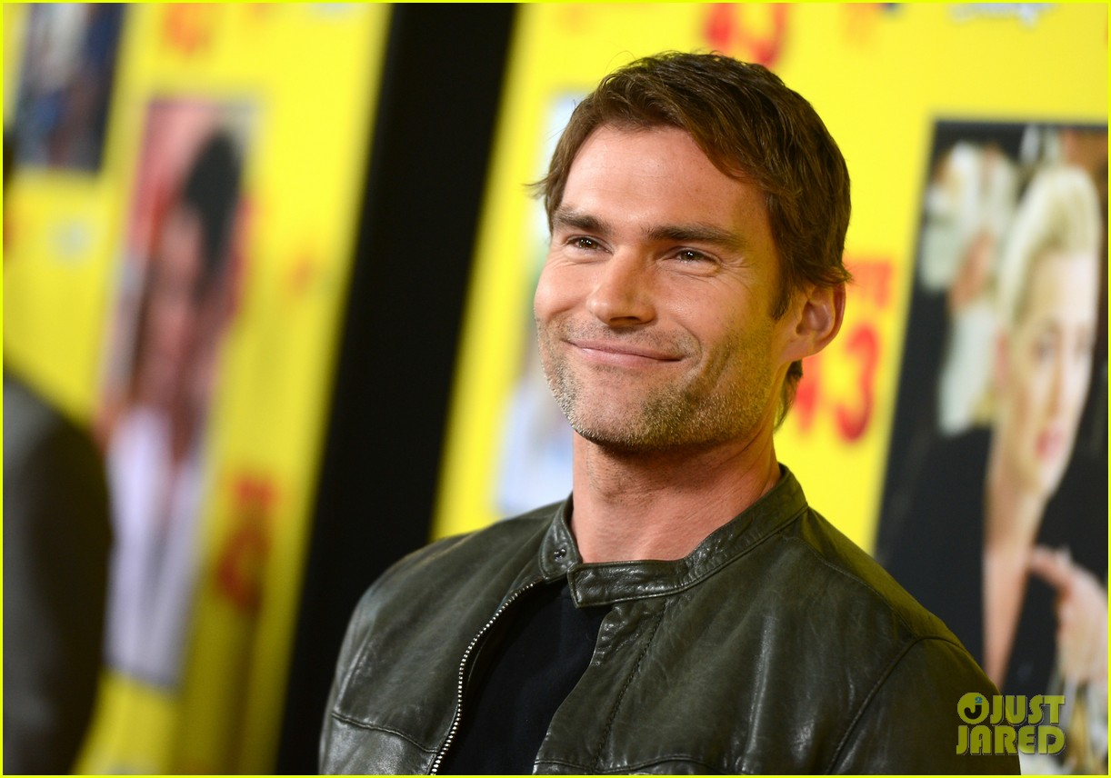 chelsea handler seann william scott movie 43 premiere 042797753