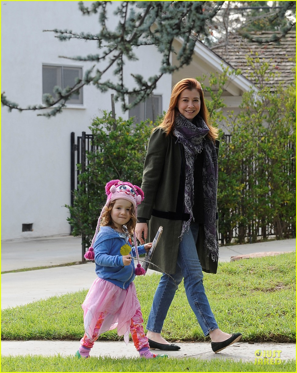 alyson hannigan motherhood is the most rewarding job ever 012782982