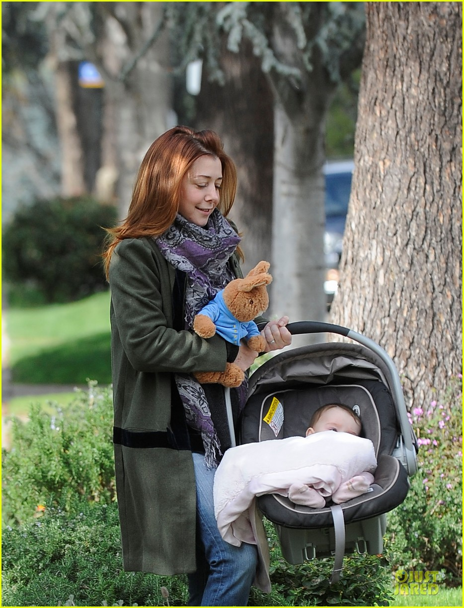 alyson hannigan motherhood is the most rewarding job ever 042782985