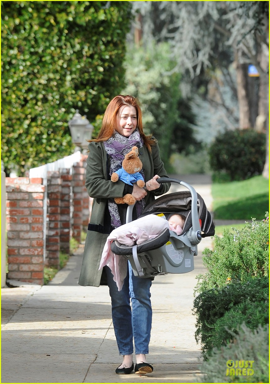 alyson hannigan motherhood is the most rewarding job ever 092782990