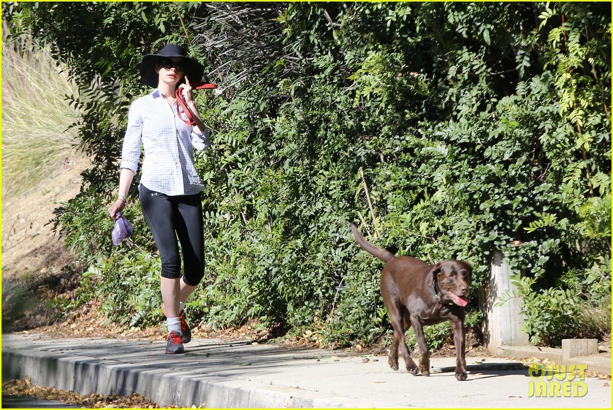 anne hathaway saturday stroll with esmeralda 052790913