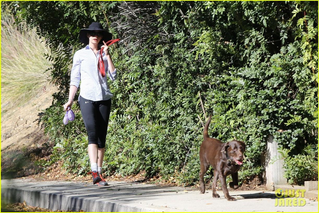 anne hathaway saturday stroll with esmeralda 072790915