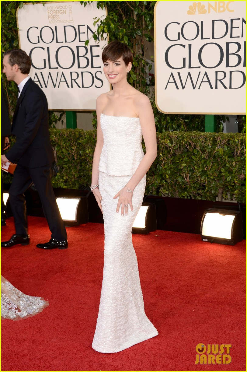 anne hathaway golden globes 2013 red carpet 012790995