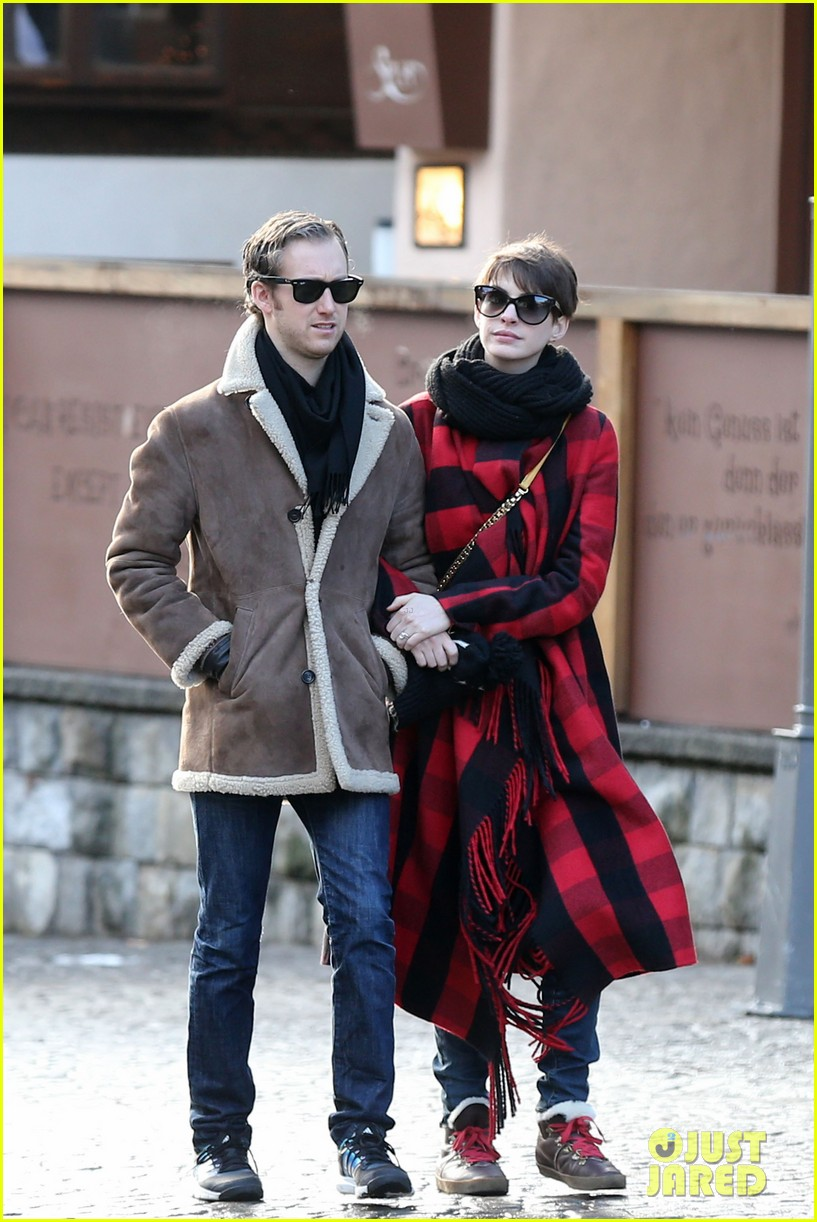 anne hathaway adam shulman switzerland kisses 072783917