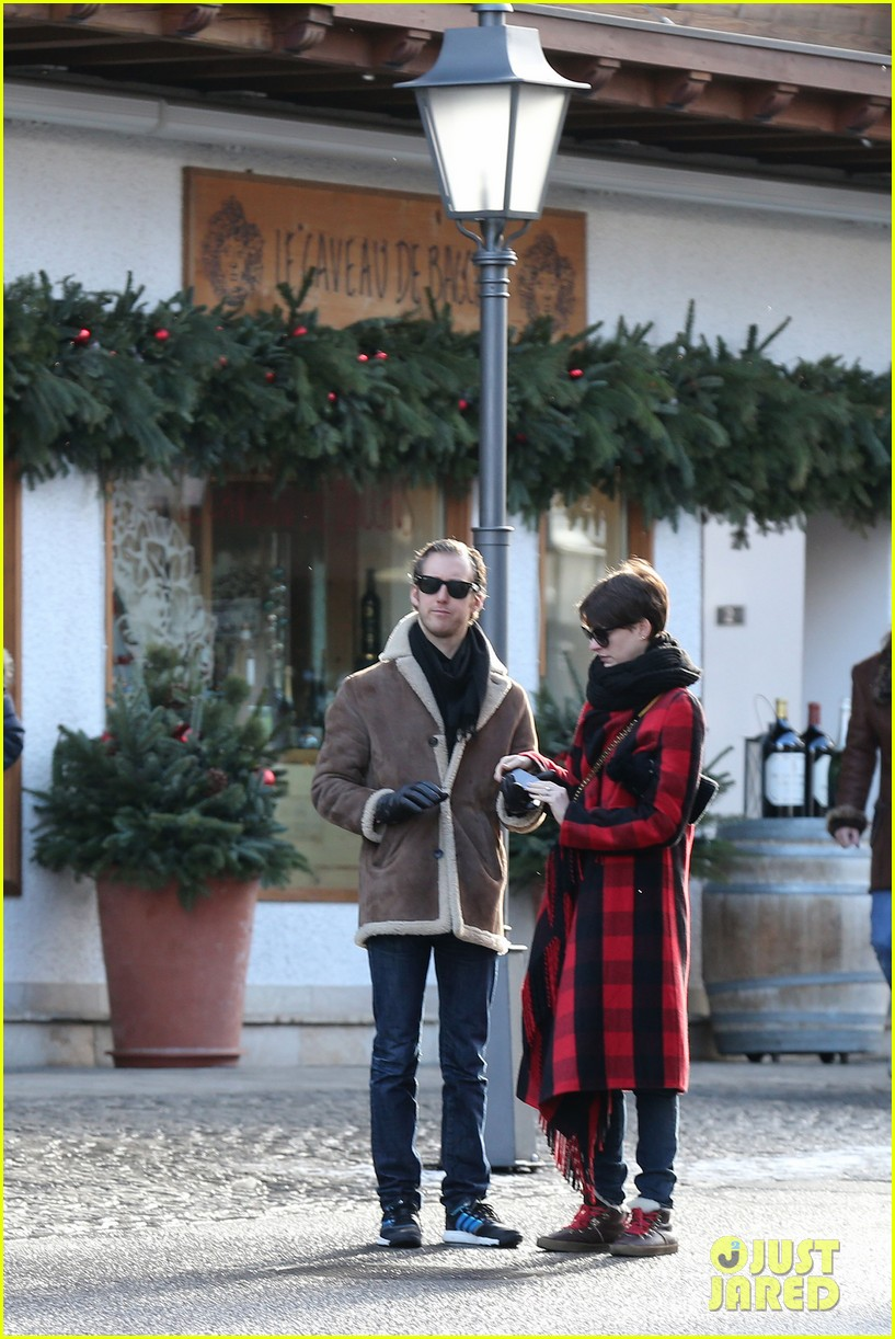 anne hathaway adam shulman switzerland kisses 102783920