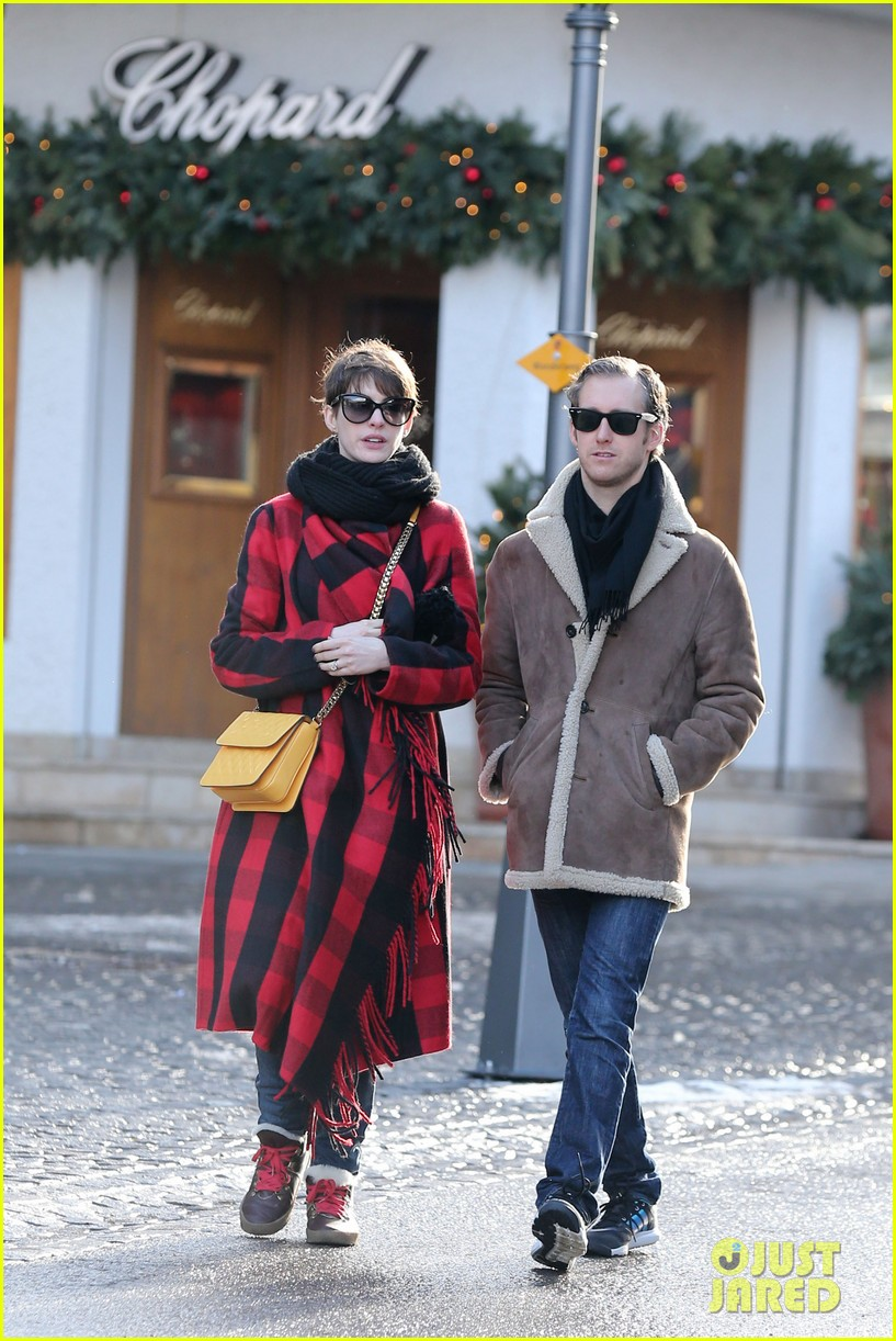 anne hathaway adam shulman switzerland kisses 142783924